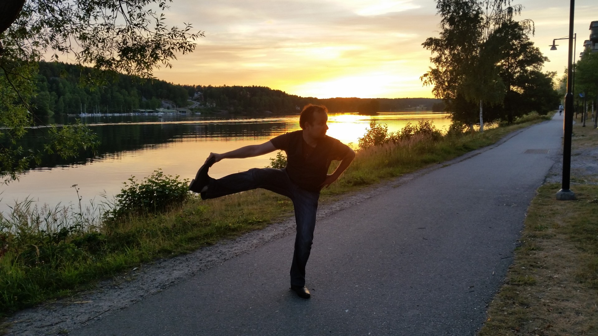 Utthita Hasta Padangusthasana in July 24th 2017. I pick  Utthita Hasta Padangusthasana or  Extendedhandtobigtoepose. While primarily known as a balance practice, it is also a great hamstringst