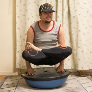 Utpluthih in August 13th 2017. I provide a good ol'  Utpluthih, but on a bosuball. Round side didn't work, but flat side, yay. The utpluthih, also known as  Scalespose and  Tolasana, is great for developing stronger wrists, and if you also eat methylsulfo