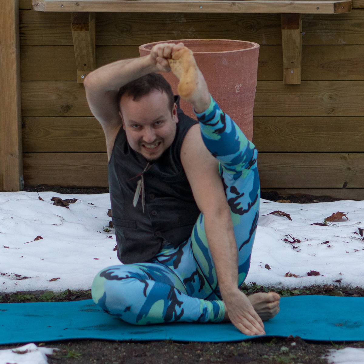 Sundial pose in January 25th 2018. Here is my  Sundialpose or parivrttasuryayantrasana. Might be the last opportunity for snowga as a lot have melted away the last few days, but regardless of