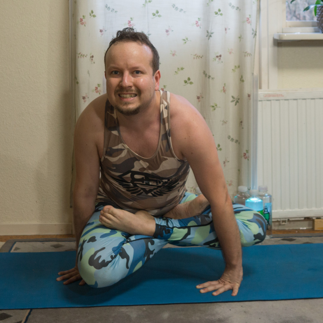 Utpluthih in December 16th 2017. I bring a twisted tolasana or  Utpluthih. It is a pose that I was taught quite early in my  Ashtanga Yoga practice. And during further practice, I realized the