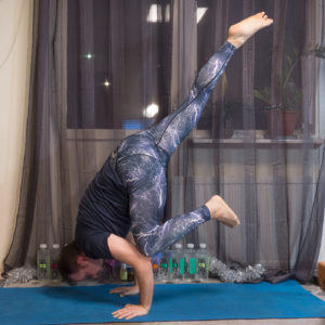Flying crow pose in December 26th 2017. Tonight I bring a  Eka Pada Bakasana or  Flyingcrowpose.