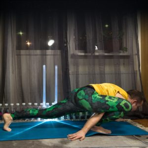 Lizard pose in January 28th 2018. The  Lizard or  Utthan Pristhasana is a hamstringstretch and hipopener, going to have it more in my practice. I wish you all  Yogaheroes a fantastic week, str