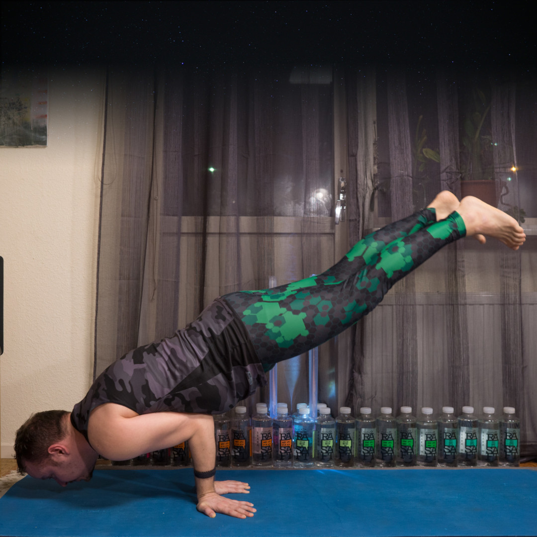 Mayurasana in February 7th 2018. I'm so grateful for the awesome hosts, sponsors and everyone who joined.  Lastday is Yogi's choice, and I bring a  Mayurasana or  Featheredpeacockpose. Having