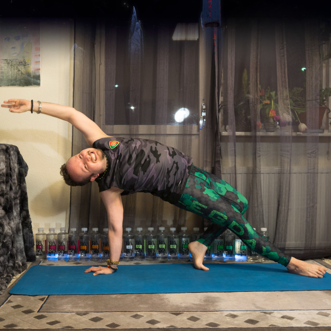 Wild Thing in March 4th 2018. I bring a  Wild Thing or  Camatkarasana. As green (not red or pink) is the color of the heart chakra, and heart is located at left, it makes sense to have bracele
