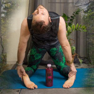 Camel pose in March 15th 2018. I'm now through two days of my juicecleanse. Three bottles of 800 ml (1.7 pint) for replacing all meals. The lower calorie count means that you need to time the meals properly. Even if a bottle becomes an analogy for a meal,
