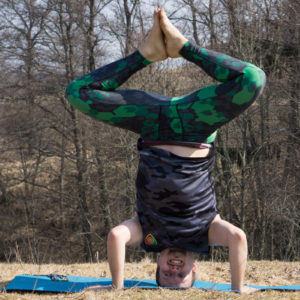 Bound angle pose in headstand in April 12th 2018. I'm back in the challenge! I'm very glad that @nolatrees is free, and motivation is now celebration of her freedom as well as the strength and
