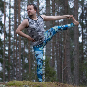 Utthita Hasta Padangusthasana in April 16th 2018. I bring  Extendedhandtobigtoepose or  Utthita Hasta Padangusthasana both sides. This is like three poses in one, which together is a powerful combo to build balance, flexibility and stronglegs. Ground matt