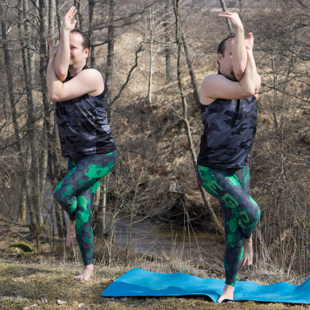 Eagle Pose in April 14th 2018.  Bothsidesmatter in  Eagle Pose or  Garudasana, so I bring both sides. Don't stitch if a clone does the job :)