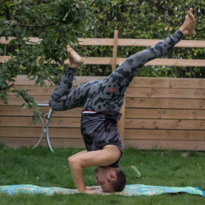 Tripod headstand in August 23rd 2018. Bow and arrows headstand looks elegant and quite straightforward, but it was harder than expected to the leg fully extended. I bring a  Sirsasana I I or