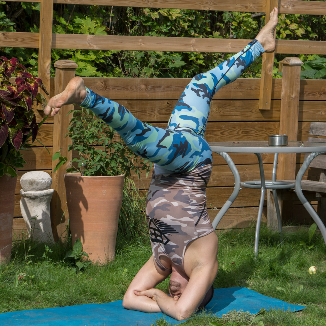 Bound headstand in August 24th 2018. Todays  Bootylicious Yoga is split in  Doublearmheadstand or  Sirsasana B. This variation is harder to get up in than classic and tripod, but once you're u