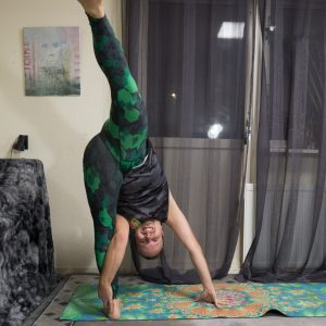 Super Soldier Pose in September 25th 2018. Second  Super Soldier is a  Standingsplit variation. For anything related to splits, I warm up with regular splits or  Hanumanasana with its own prep