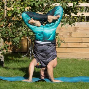 Headstand lotus in September 24th 2018. I can't do lotus handstand, but I want the challenge of an Inverted Lotus so I bring an Urdhva Padmasana or Headstandlotus. I formed the lotus in air.
