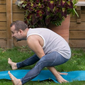 Tortoise pose in September 7th 2018. I haven't practiced  Turtlepose or  Kurmasana much, so it's good that this challenge brings it up. As far as I understand, the full pose is a very deep for