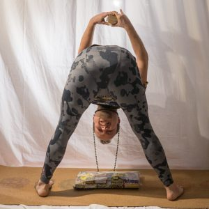 Wide legged forward fold in December 26th 2018. Today is a big catch-up. It's New Years Eve two days from now, so I warm up with fireworksyoga :) I practice to fire from  Wideleggedforwardfold