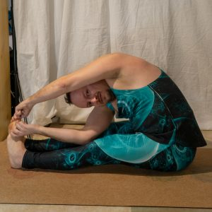 Parivrtta Paschimottanasana​ in January 25th 2019. It's the first time I practice Revolvedforwardfold or Parivrtta Paschimottanasana, so I had great help of Carmen's tips  ♥