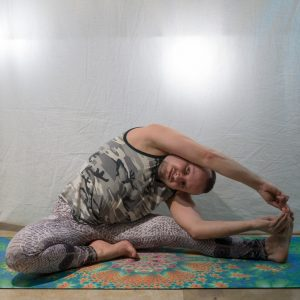Revolved Head to Knee Pose in January 15th 2019. I haven't practiced  Parivrtta Janu Sirsasana or  Revolved Headto Knee Pose very much, so I got great help from a tutorial by awesome @omniyoga