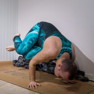 Side crow in January 19th 2019. I bring two shots from the same Parsva Bakasana or Sidecrow hold. One with knees stacked and one where I lift the upper leg. My biggest goal here is to equalize