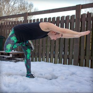 Warrior III Pose in February 11th 2019. Yay for yogainthesnow! First time I'm seltering with half lotus, definitely an interesting Warrior3 variation.