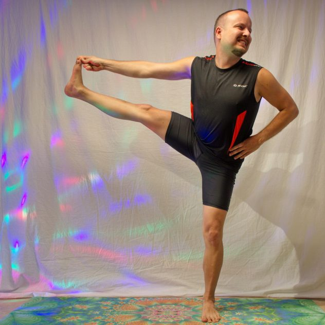 Utthita Hasta Padangusthasana in March 23rd 2019. I bring six pictures today: both sides for stage 1 and 2, and one from stage 2 for the last two seasons.