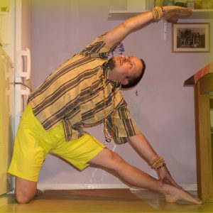 Gate pose in April 17th 2019. Today's theme is to bring balance to the entire body. This makes me think of not neglecting a side in any practice. If you for instance have tougher to twist to t