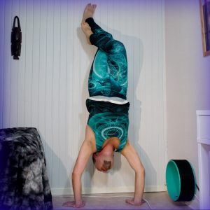 Handstand in April 12th 2019. Eagle Pose legs is the second most challenging leg variation in most inversions for me, only lotus is tougher, and the gap is tiny. I've found Carmen's tips of gr