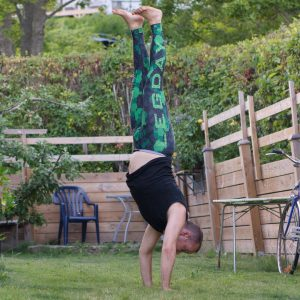 Handstand in July 20th 2019. I'm back to Sweden now and bring a handstand or Adho Mukha Vrksasana in the garden. Warmed up with chest to wall approximation.