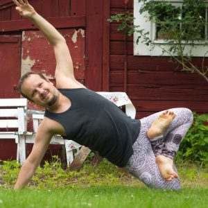Side plank lotus in July 10th 2019. Görgött med Yoga i Mjölby :) I choose Padma Vasisthasana or Sideplanklotus. This is a challenging balance, and I achieved decent stability earlier this y