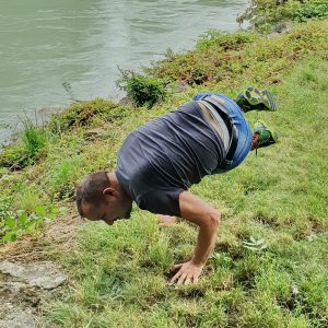 Side crow in July 17th 2019. I have Fallen Angel in another challenge today, so I go for the Parsva Bakasana or Side Crow option. I'm at the Donau Kanal in Vienna, Austria.