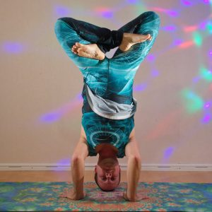 Headstand lotus in October 9th 2019. I go for Headstandlotus or Urdhva Padmasana. Forming the Lotuspose in air puts my hip flexibility and spatial awareness to a serious test, so it feels grea