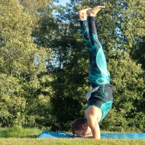 Forearm stand in September 29th 2019. Thank you all hosts and sponsors for this amazing challenge! My choice for last day is Pincha Mayurasana or Forearm stand in the sunshine. This month have