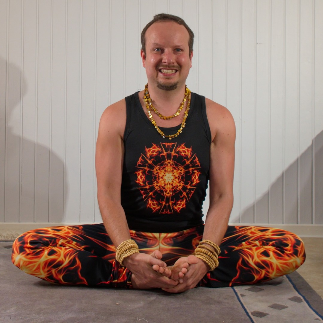 Bound Angle Pose in January 12th 2020. Thank you all hosts and sponsors for this lovely challenge! Smiling reduces pain and stress, prevents and reverses calcification of the pineal gland and