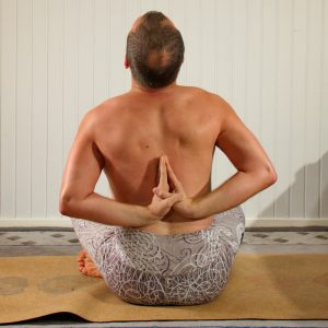 Reverse hands prayer in January 29th 2020. My choice today is Reverseprayerpose or Pashchima Namaskarasana. I did it in sukhasana, the easiest and most convenient seatedpose I know, to focus o