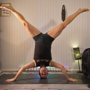 Iron Cross Headstand in March 10th 2020. Star pose means Mukta Hasta SirsasanaC or Iron Cross Headstand for me, as it's the most recent headstandvariation I learned. I also saw in my notes tha