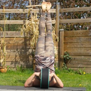 Shoulderstand in May 10th 2020. Yay, I'm in here! I've been a bit scared of using wheel for help in inversions, so it's time to vanquish my fears :)