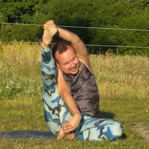 Compass pose in July 27th 2020. Yay, I'm in here! First day is Parivrtta Surya Yantrasana or Compass pose, which is an intensive hamstring stretch and I go for both sides.