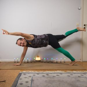 Side Plank Pose in September 24th 2020. And now it's time to twist out the mucus :) But easier said than done in Side Plank Pose, as any attempt to a serious Spinal twist was tough to balance.