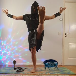 Utthita Hasta Padangusthasana in October 31st 2020. My choice today is a hybrid of Utthita Hasta Padangusthasana C and Gyan mudra. Dressing up at home with my executioner attire, accompanied b