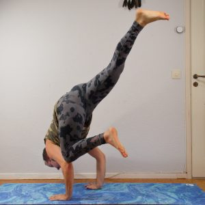 Flying crow pose in December 30th 2020. Yay, I received my prize for Strong Yogi Legs today, the Blue Marble Mat bt @luviyo 💙🍾🎆