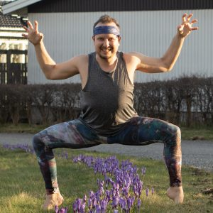 Goddess pose in April 6th 2021. Yay, I finally got my Over There leggings and headband from @yogiyogawear that I won in Rebelin Yogi Holiday. It was stuck in the Swedish Customs for about a mo