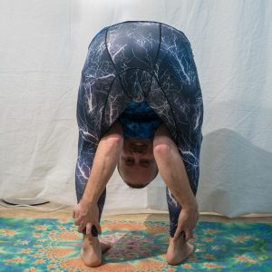 Tittibhasana B in January 11th 2019. It's the first time I practice  Tittibhasana B. Prior to today, I didn't get how it was connected to  Tittibhasana B or  Firefly. But when practicing, thin